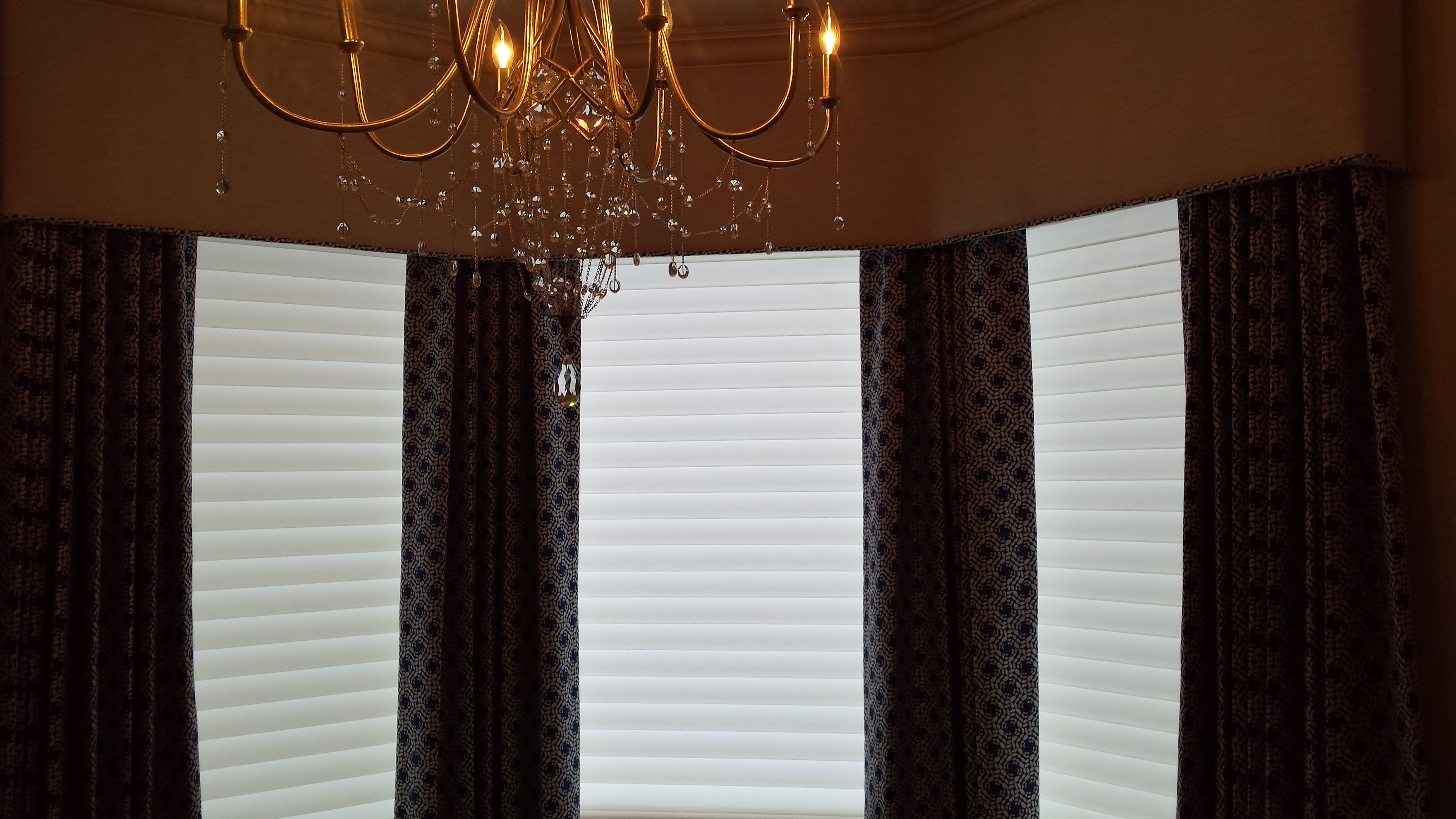 Hunter Douglas Silhouettes w/ Stationary Panels and Cornice